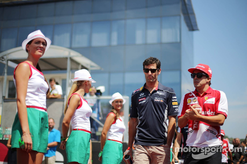 (L to R): Mark Webber, Red Bull Racing and Fernando Alonso, Ferrari on the drivers parade