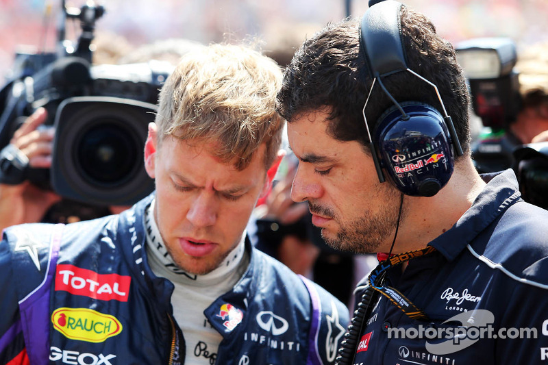 Sebastian Vettel, Red Bull Racing RB9 with Guillaume Rocquelin, Red Bull Racing Race Engineer on the