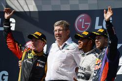 O pódio, Kimi Raikkonen, Lotus F1 Team, segundo; Ross Brawn, chefe da equipe Mercedes AMG F1; Lewis Hamilton, Mercedes AMG F1, vencedor; Sebastian Vettel, Red Bull Racing, terceiro