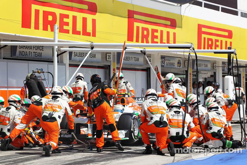 Adrian Sutil, Sahara Force India VJM06 maakt een pitstop en valt uit
