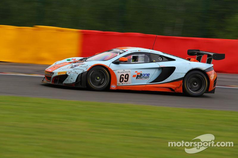 #69 Gulf Racing McLaren MP4-12C: Adam Carroll, Nico Verdonck, Rob Bell