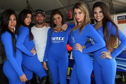 Jose Maria Lopez, BMW 320 TC, Wiechers-Sport with Grid Girls