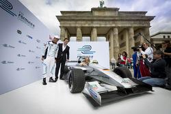Lucas di Grassi, piloto de pruebas de Alejandro Agag, CEO de fórmula E Holdings, presentación de la