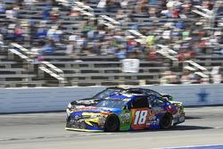 Kyle Busch, Joe Gibbs Racing Toyota, Ty Dillon, Germain Racing Chevrolet