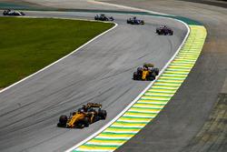 Nico Hulkenberg, Renault Sport F1 Team RS17, Carlos Sainz Jr., Renault Sport F1 Team RS17, Pierre Gasly, Scuderia Toro Rosso STR12