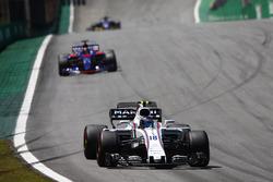 Lance Stroll, Williams FW40, Brendon Hartley, Scuderia Toro Rosso STR12