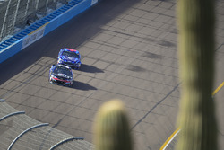 Kasey Kahne, Hendrick Motorsports Chevrolet, Aric Almirola, Richard Petty Motorsports Ford