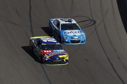 Kyle Busch, Joe Gibbs Racing Toyota, Kyle Larson, Chip Ganassi Racing Chevrolet