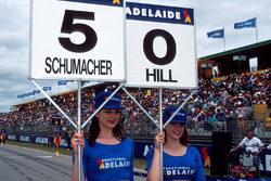 Les grid girls de Michael Schumacher, Benetton et de Damon Hill, Williams