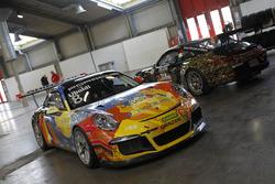 Le Porsche 911 GT3 Cup di Davide Uboldi e Mirko Zanardini nel Paddock