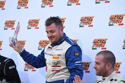 Gianluca Carboni sul podio con il trofeo