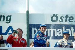 Podio: il vincitore della gara Alain Prost, il secondo classificato René Arnoux, il terzo classificato Nelson Piquet