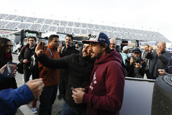 Fernando Alonso, United Autosports with fans