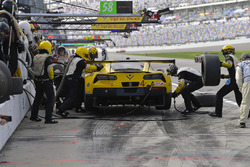 #4 Corvette Racing Chevrolet Corvette C7.R, GTLM: Oliver Gavin, Tommy Milner, Marcel Fassler, pit stop