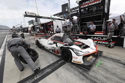 #7 Acura Team Penske Acura DPi, P: Helio Castroneves, Ricky Taylor, Graham Rahal, pit stop