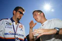 Nick Harvey speaks with Dan Wheldon in 2000