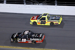 Noah Gragson, Kyle Busch Motorsports, Safelite Autoglass Toyota Tundra y Matt Crafton, ThorSport Racing, Fisher Nuts/ Menards Ford F-150