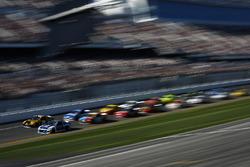 Alex Bowman, Hendrick Motorsports Chevrolet Camaro, Erik Jones, Joe Gibbs Racing Toyota Camry