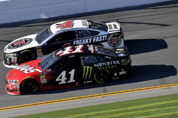 Kurt Busch, Stewart-Haas Racing Ford Fusion and Kevin Harvick, Stewart-Haas Racing Ford Fusion
