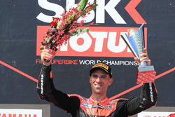 Podium: race winner Marco Melandri, Aruba.it Racing-Ducati SBK Team