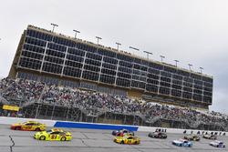 Joey Logano, Team Penske, Shell Pennzoil Ford Fusion, Paul Menard, Wood Brothers Racing, Menards / Moen Ford Fusion