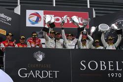 Overall podium: Winnaars Maximilian Buhk, Maximilian Götz, Bernd Schneider; 2e plaats Marc Lieb, Ric