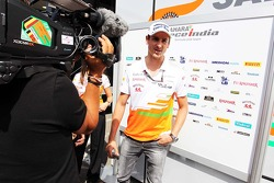 Adrian Sutil, Sahara Force India F1 met de media.