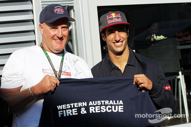 Daniel Ricciardo, Scuderia Toro Rosso with a Fireman from his home town