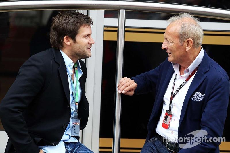 Steve Robertson, Driver Manager of Kimi Raikkonen, Lotus F1 Team with Werner Heinz, Driver Manager of Nico Hulkenberg, Sauber