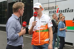 Simon Lazenby, Sky Sports F1 TV Presenter with Paul di Resta, Sahara Force India F1