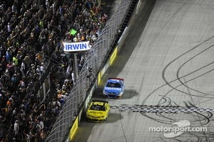 Checkered flag waves at  Bristol night race: Matt Kenseth and Kasey Kahne