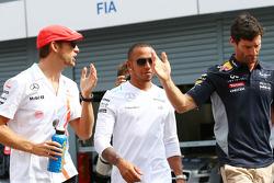 (Da esquerda para direita): Jenson Button, McLaren; Lewis Hamilton, Mercedes AMG F1; e Mark Webber, Red Bull Racing, no desfile dos pilotos
