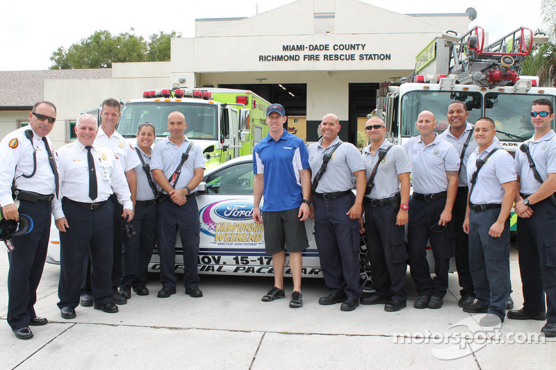 Carl Edwards bezoekt Miami-Dade Fire Department