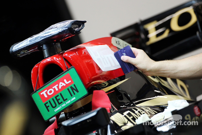 Kimi Raikkonen, decal added to his Lotus F1 E21