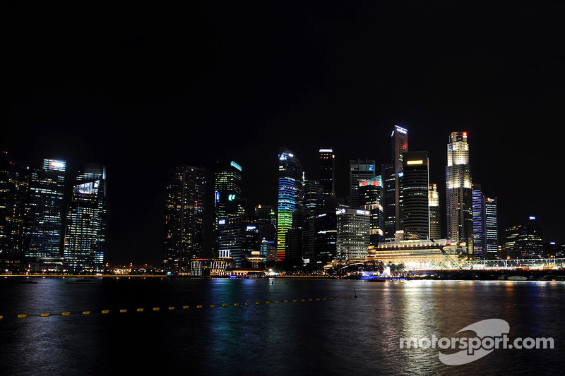 A scenic Singapore skyline