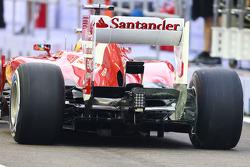 Fernando Alonso, Ferrari F138 running flow-vis paint on the rear wing