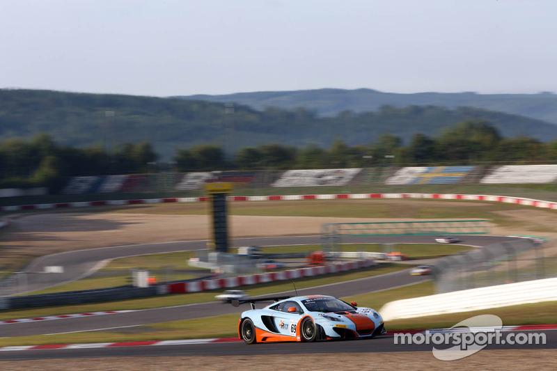 #69 Gulf Racing McLaren MP4-12C: Adam Carroll, Tim Mullen, Rob Bell