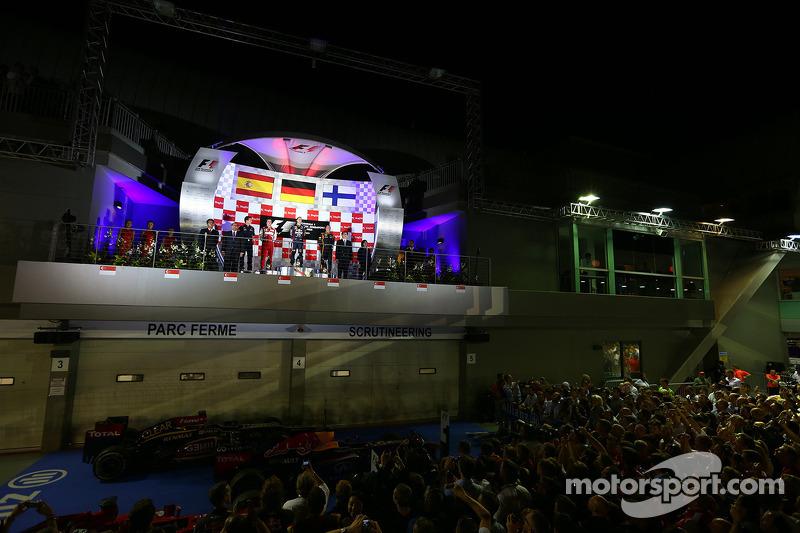 1e plaats Sebastian Vettel, Red Bull Racing, 2e plaats voor Fernando Alonso, Ferrari en 3e plaats voor Kimi Raikkonen, Lotus F1 Team