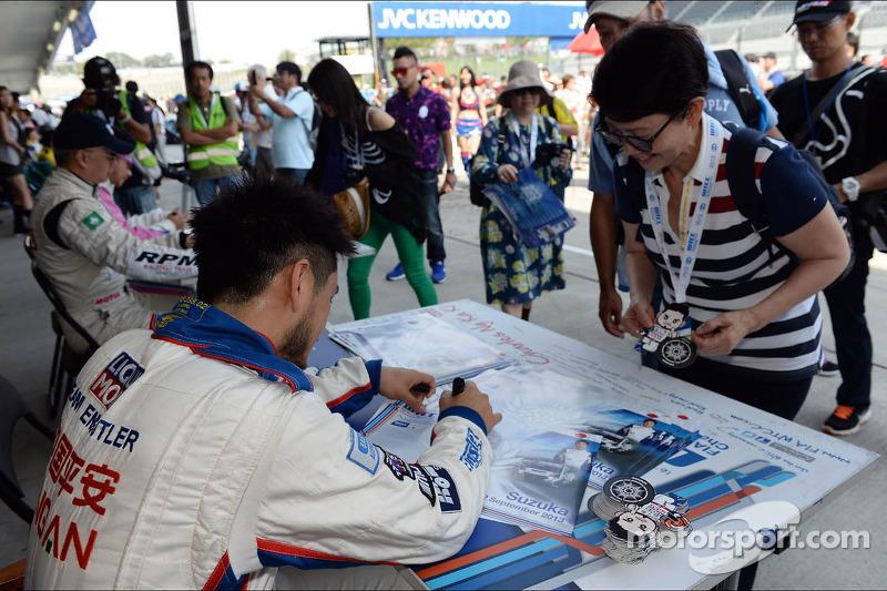 Handtekeningensessie, Charles Ng, BMW E90 320 TC, Liqui Moly Team Engstler