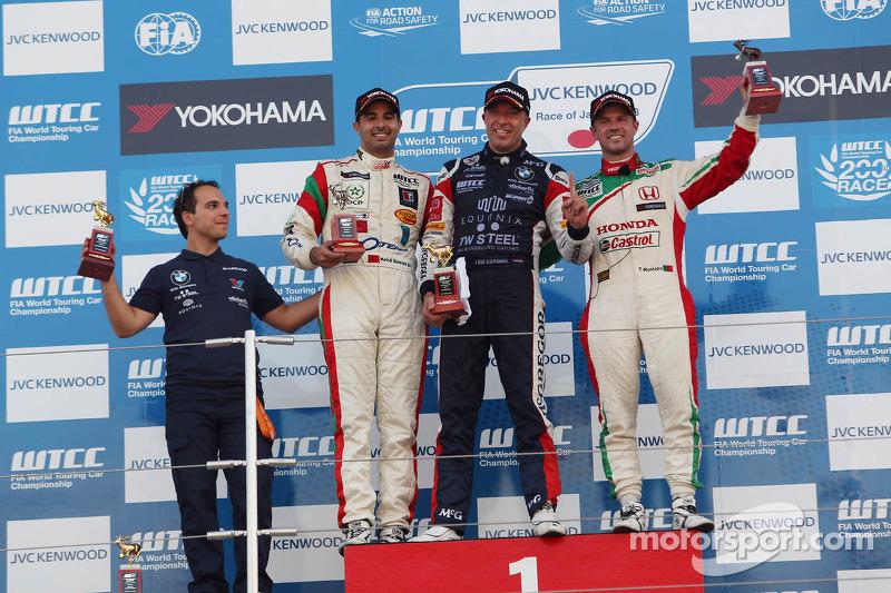 1e plaats Tom Coronel, BMW E90 320 TC, ROAL Motorsport, Mehdi Bennani, BMW E90 320 TC, Proteam Racing en 3e plaats voor Tiago Monteiro, Honda Civic Super 2000 TC, Honda Racing Team Jas