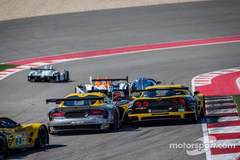 #93 SRT Motorsports SRT Viper GTS-R: Jonathan Bomarito, Kuno Wittmer en #4 Corvette Racing Chevrolet Corvette C6 ZR1: Oliver Gavin, Tom Milner