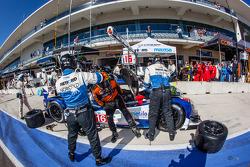 Pit stop #16 Dyson Racing Team Lola B12/60 Mazda: Tony Burgess, Chris McMurry