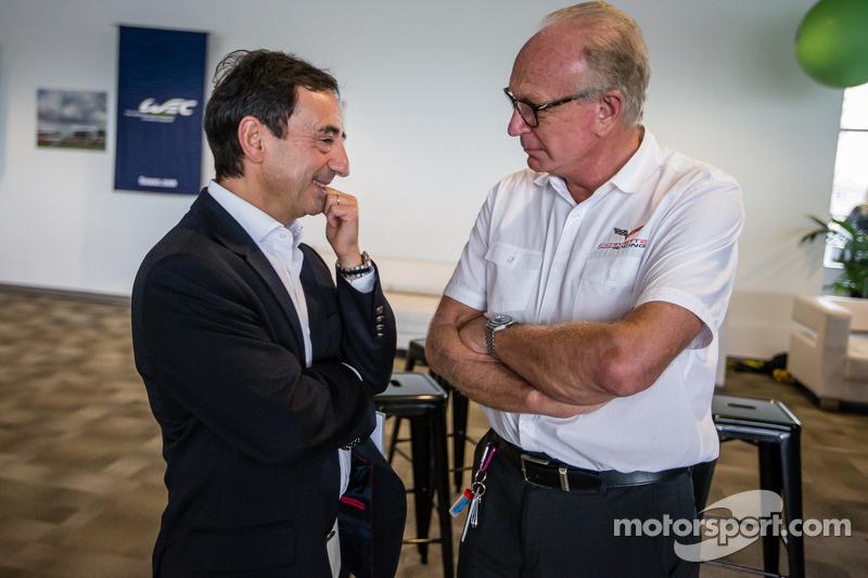 Amerikaanse coureurs bij het Le Mans-evenement: ACO President François Fillon en Corvette Racing Doug Fehan