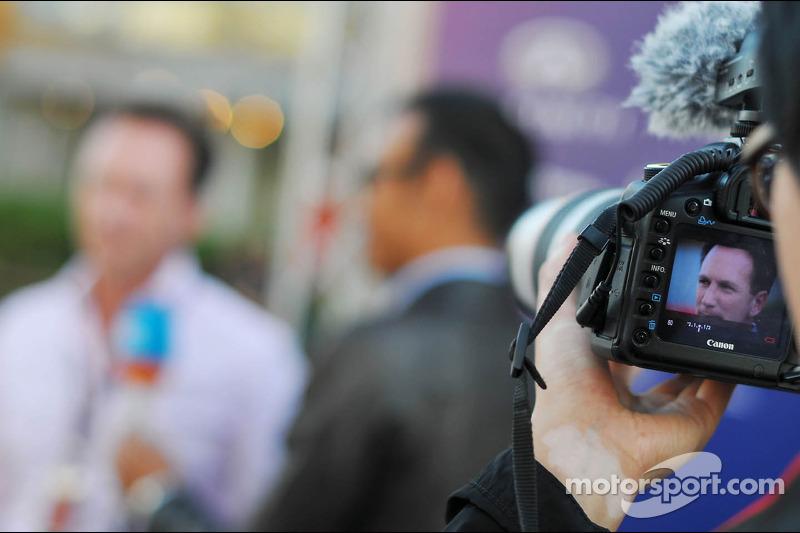 Christian Horner, Teambaas Red Bull Racing, wordt vastgelegd met een Canon-camera
