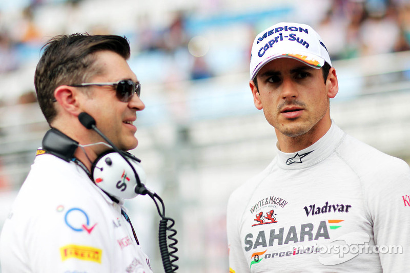 (L naar R): Bradley Joyce, Sahara Force India F1 Race Engineer met Adrian Sutil, Sahara Force India F1
