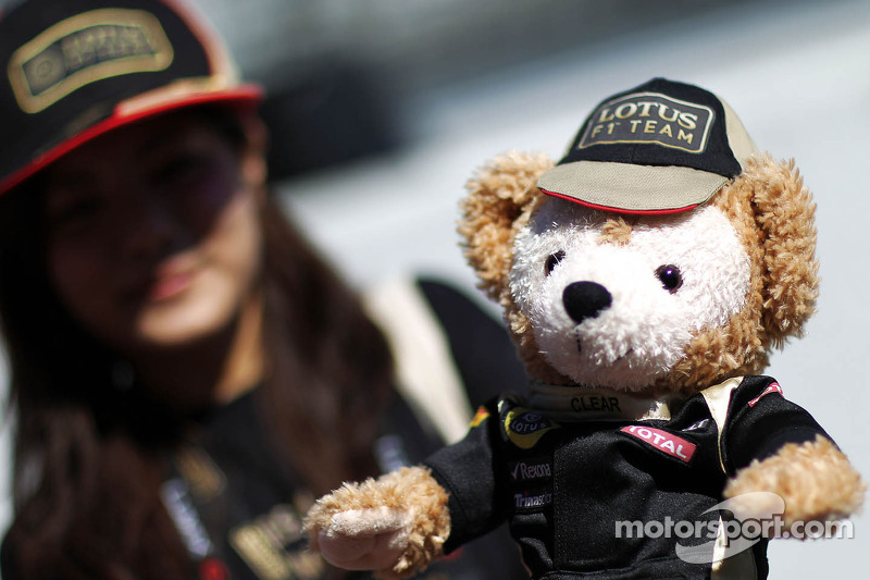 Een Lotus F1 Team-mascotte