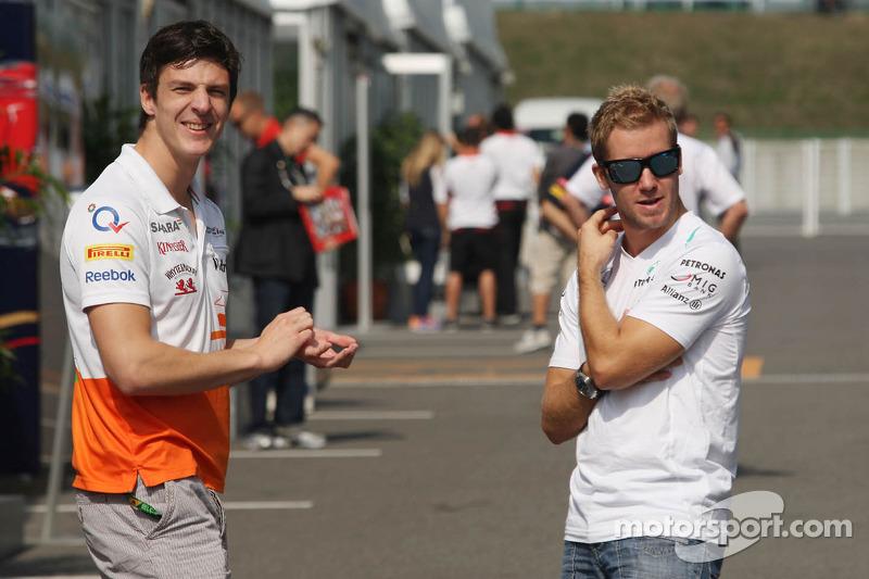 (L naar R): James Calado, Derde rijder Sahara Force India met Sam Bird, Testrijder Mercedes AMG F1