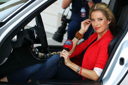 Sarah Winkhaus, Sky Sports F1 repórter