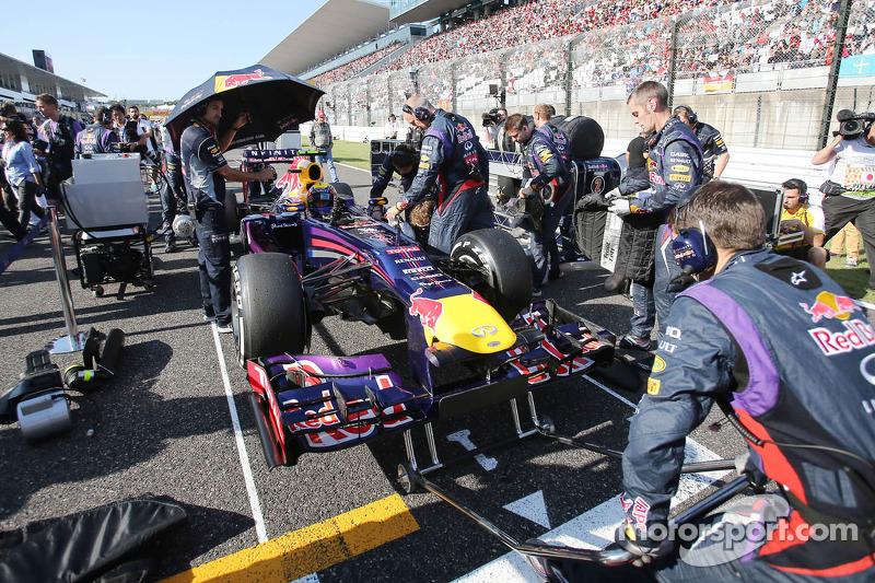 Mark Webber, Red Bull Racing RB9 on the grid