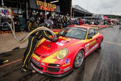 PIt stop for #31 NGT Motorsport Porsche 911 GT3 Cup: Nicolas Armindo, Christina Nielsen, Angel Andres Benitez